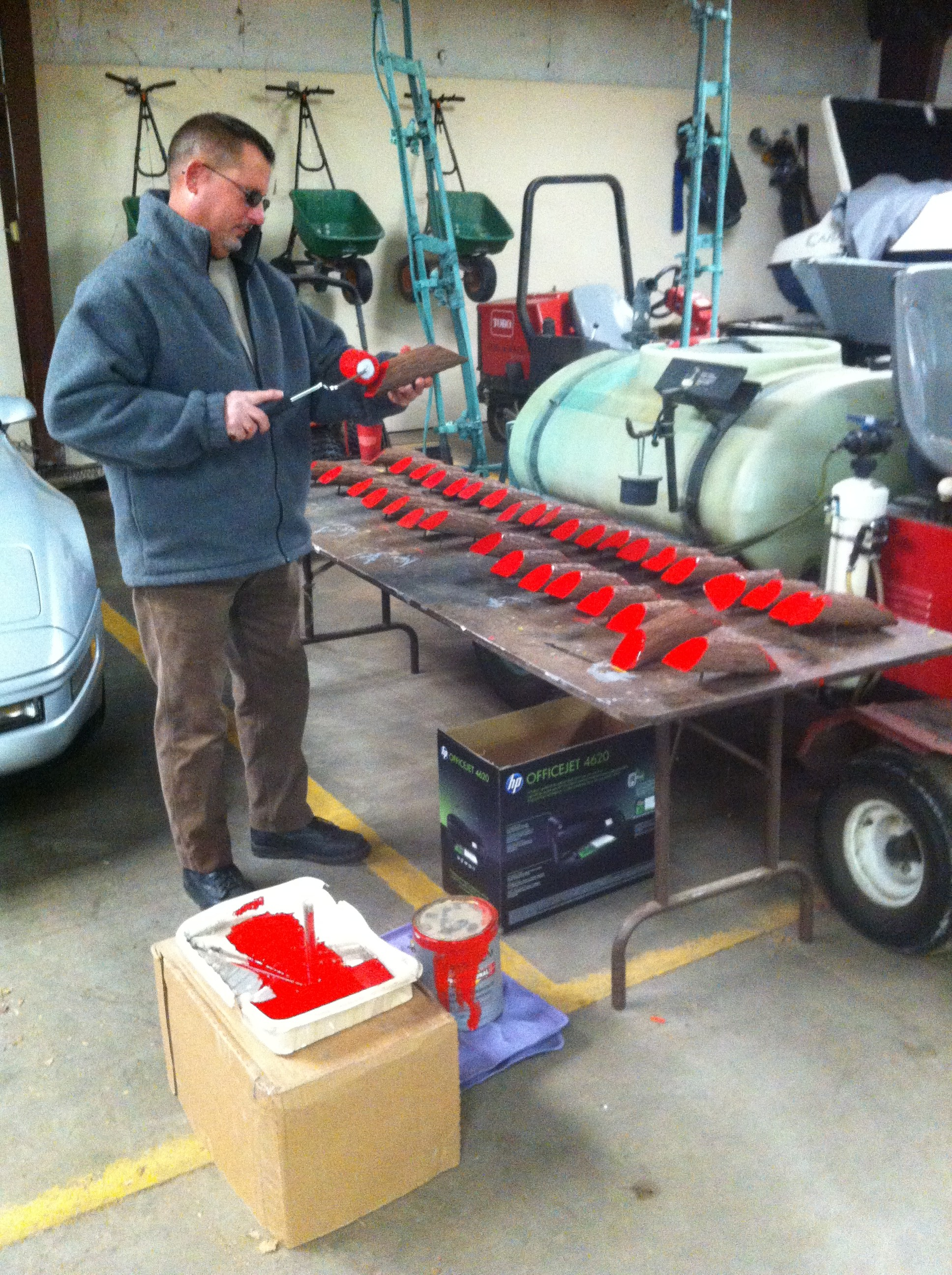 Tom Painting Red Tee Markers
